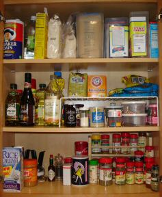 organizing kitchen cabinets, example of cabinet organized